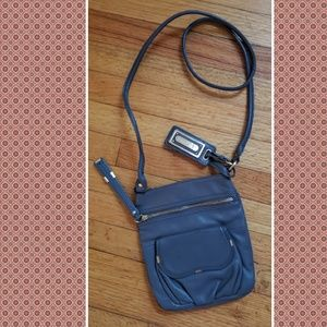 B makowsky leather crossbody